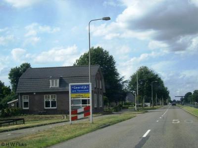 Het dorp Geerdijk is voor de postadressen pas in 2010 erkend als dorp/plaatsnaam (voorheen lag het voor de post 'in' Vroomshoop). Geerdijk omvat in hoofdzaak lintbebouwing, aan beide zijden van het Kanaal Almelo-De Haandrik.