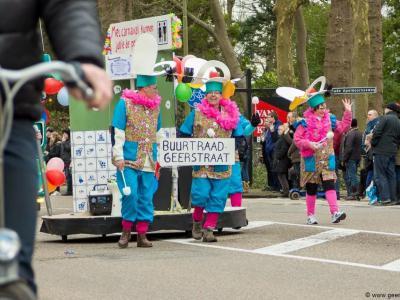 Buurtraad Geerstraat doet altijd mee aan de jaarlijkse carnavalsoptocht in Vaassen. Op de foto de creatie van Geerstraat voor de carnavalsoptocht van 2016.