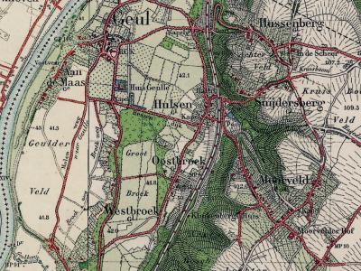 Gemeente Geulle vóór 1934 (het jaar dat het Julianakanaal gereed is gekomen). De oude dorpskern van Geulle ligt aan de Maas, met ZW daarvan de lintbebouwing van de buurtschap Aan de Maas. O hiervan ligt W en O van de spoorlijn nog een reeks buurtschappen.