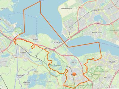 Gooise Meren (= het grondgebied binnen de oranje lijn) is een gemeente in de provincie Noord-Holland, in de regio Gooi en Vechtstreek. De gemeente is in 2016 ontstaan uit samenvoeging van de gemeenten Bussum, Muiden en Naarden. (© www.openstreetmap.org)