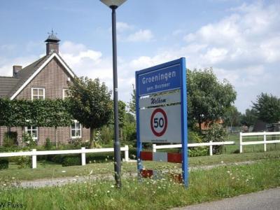 Het dorp Groeningen viel vanouds onder de gemeente Vierlingsbeek, sinds 1998 valt het onder de gemeente Boxmeer