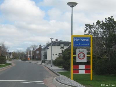 De buurtschap Hefswal omvat alleen een aantal lint- en verspreide bebouwingen. Maar de dichtstbebouwde gedeelten zijn wel een 'bebouwde kom', met blauwe plaatsnaamborden (komborden) en een 30 km-zone.