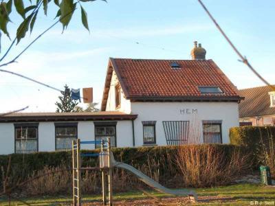 De stoomtramlijn Hoorn-Bovenkarspel is al in 1935 opgeheven. Het voormalige stationsgebouwtje is gelukkig bewaard gebleven. Na WO II is dit pand nog in gebruik geweest als Lagere Tuinbouwschool resp. Hemschool.