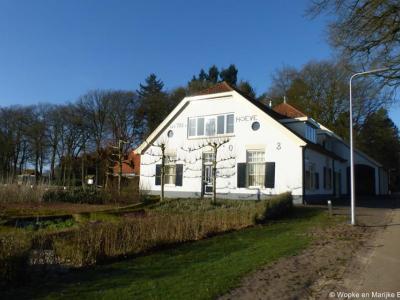 De Ottho Hoeve is genoemd naar dominee Ottho Gerhard Heldring, die een grote rol heeft gespeeld in het verbeteren van de levensomstandigheden van de inwoners van Hoenderloo in de begintijd.