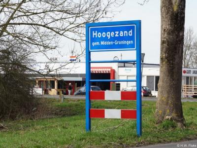Hoogezand is een dorp in de provincie Groningen, in de streek Veenkoloniën, gemeente Midden-Groningen. Het was een zelfstandige gemeente t/m 31-3-1949. Per 1-4-1949 over naar gemeente Hoogezand-Sappemeer, in 2018 over naar gemeente Midden-Groningen.