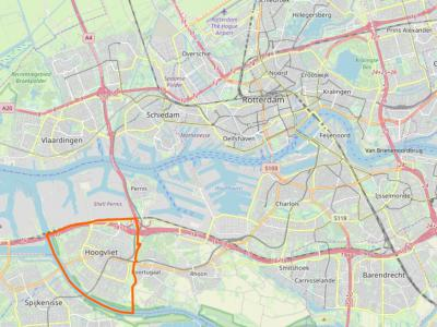 Het voormalige dorp, thans stadsdeel (formeel tegenwoordig 'gebied' geheten) Hoogvliet (het gebied binnen de oranje lijn) ligt als een soort enclave los van de rest van de stad Rotterdam (net als Amsterdam-Zuidoost in Amsterdam). (© www.openstreetmap.org)