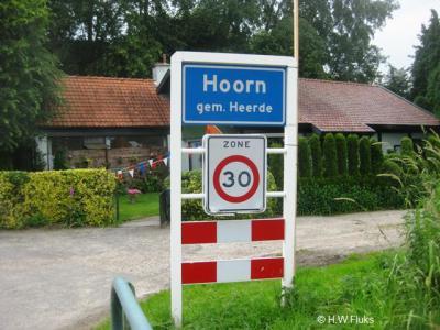 De buurtschap Hoorn bij Heerde omvat een groot buitengebied met verspreide bebouwing, en heeft een compacte kern rond de Beatrixstraat. Deze kern is een bebouwde kom met 30 km-zone.