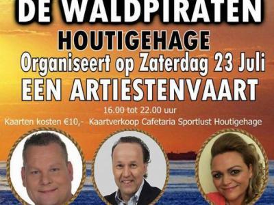 De Wâldpiraten, uit Houtigehage, is een vriendengroep met een passie voor Nederlandstalige muziek. Jaarlijks organiseren zij een Artiestenvaart op een zaterdag in juli, en draaien zij eind december een kerstmarathon, met opbrengst voor een goed doel.