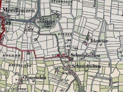 Hier zien we de ligging van de oorspronkelijke buurtschap Ideweer - NO van Schaapbulten -, die slechts twee boerderijen omvatte. Deze zijn begin jaren dertig afgebroken. ZO hiervan zijn rond 1970 drie boerderijen gebouwd die men nu als Ideweer beschouwt.