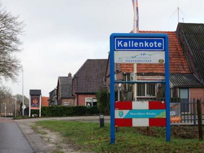 Kallenkote is een (lint)dorp in de provincie Overijssel, in de streek Kop van Overijssel, gemeente Steenwijkerland. T/m 1972 gemeente Steenwijkerwold. In 1973 over naar gemeente Steenwijk, in 2001 over naar gemeente Steenwijkerland. (© H.W. Fluks)