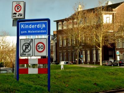 Kinderdijk is een dorp in de provincie Zuid-Holland, in de streek Alblasserwaard, gemeente Molenlanden. T/m 2012 gemeente Nieuw-Lekkerland. In 2013 over naar gemeente Molenwaard, in 2019 over naar gemeente Molenlanden. (© Jan Oosterboer)