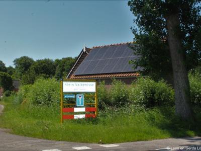 Klein-Valkenisse is een buurtschap in de provincie Zeeland, in de streek Walcheren, gemeente Veere. T/m 30-6-1966 gemeente Biggekerke. Per 1-7-1966 over naar gemeente Valkenisse, in 1997 over naar gemeente Veere.
