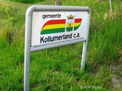 De naam van gemeente Kollumerland en Nieuwkruisland werd in de praktijk vaak ingekort tot Kollumerland c.a., ook door de gemeente zelf, getuige de toenmalige gemeentelijke website en de fraaie gemeenteborden aan de rand van de gemeente.