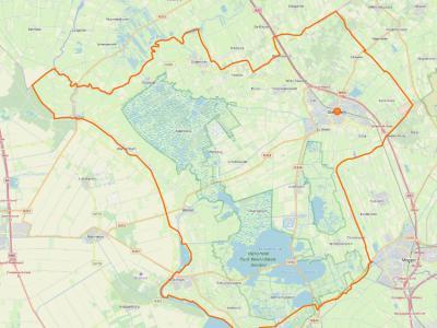 De streek Kop van Overijssel omvat tegenwoordig de gemeente Steenwijkerland (= het gebied binnen de oranje lijn) plus Z daarvan het dorp Zwartsluis met bijbehorend buitengebied, voor zover gelegen N van Meppelerdiep en Zwarte Water. (© OpenStreetMap)