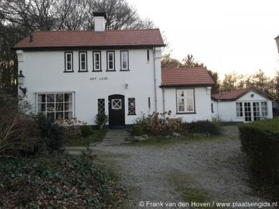 In buurtschap Laareind was vroeger sprake van een Landgoed en Kasteel Laar. Dit huis (Cuneraweg 23) is daar kennelijk naar genoemd.
