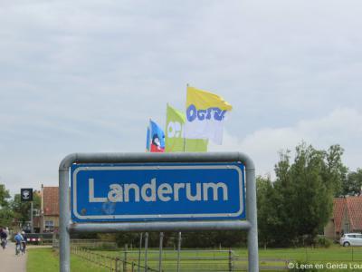 Landerum is een buurtschap in de provincie Fryslân, op het eiland en in de gemeente Terschelling. Dat is nog eens feestelijk binnenkomen zo, met die kleurige vlaggen!