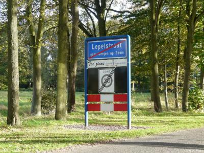 Lepelstraat is een dorp in de provincie Noord-Brabant, in de regio West-Brabant, en daarbinnen in in de streek Baronie en Markiezaat, gemeente Bergen op Zoom. T/m 1996 gemeente Halsteren.