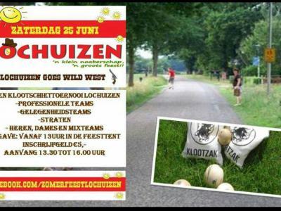 Hét jaarlijkse evenement in de buurtschap Lochuizen is het zomerfeest, met sporten, spellen en live bands. Voor westerlingen die niet snappen wat die zakken betekenen: zie de laatste definitie onder deze link: https://nl.wikipedia.org/wiki/Klootzak.