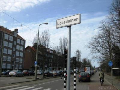 Loosduinen is formeel een voormalig dorp en voormalige gemeente, thans stadsdeel in de provincie Zuid-Holland, gemeente Den Haag. Het was een zelfstandige gemeente t/m 30-6-1923. Het stadsdeel is ter plekke herkenbaar middels witte plaatsnaamborden.