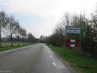 Maarhuizen is een piepkleine buurtschap van slechts enkele - maar wel monumentale - panden onder het dorp Winsum. Het ligt buiten de bebouwde kom en heeft daarom witte plaatsnaamborden.