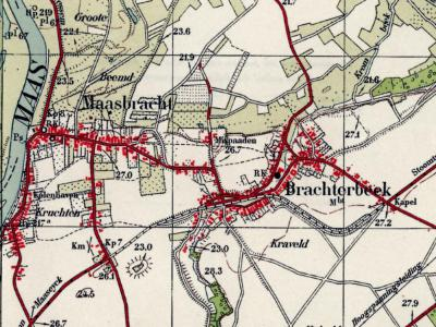 Je kunt het je nu nauwelijks voorstellen, maar tot ver in de 19e eeuw was Brachterbeek nog aanmerkelijk groter dan de hoofdplaats Maasbracht. Op deze kaart, uit ca. 1935, zijn ze ongeveer even groot. De kerk van Brachterbeek is dan net gebouwd (1933).