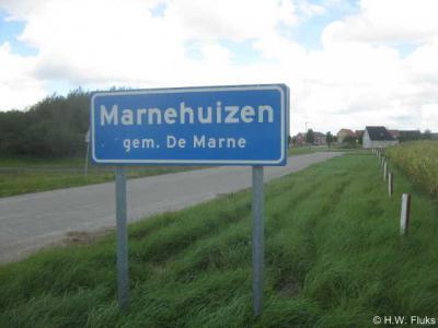 Marnehuizen lijkt door de komborden een woonplaats, maar is het niet: Marnehuizen is een levensecht nagebouwd dorp, bedoeld om onze militairen te trainen in stadsgevechten.