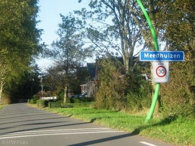 Meedhuizen is een dorp in de provincie Groningen, in de streek Hoogeland, gemeente Delfzijl.