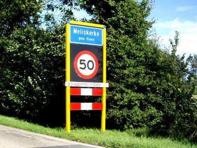 Meliskerke is een dorp in de provincie Zeeland, in de streek Walcheren, gemeente Veere. Het was een zelfstandige gemeente t/m 30-6-1966. Per 1-7-1966 over naar gemeente Mariekerke, in 1997 over naar gemeente Veere. (© H.W. Fluks)