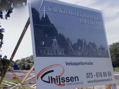 De buurtschap Middel ligt grotendeels in het buitengebied, waar wellicht zeer spaarzaam nieuwe woningen gebouwd zullen mogen worden. In 2008 zijn in het uiterste noorden van de buurtschap vier nieuwe woningen verrezen. (© Google)