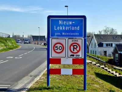 Nieuw-Lekkerland is een dorp in de provincie Zuid-Holland, in de streek Alblasserwaard, gemeente Molenlanden. Het was een zelfstandige gemeente t/m 2012. In 2013 over naar gemeente Molenwaard, in 2019 over naar gemeente Molenlanden. (© Jan Oosterboer)
