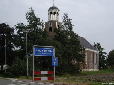 Nieuw Beerta, de niet meer in functie zijnde Hervormde kerk uit 1856. En Nieuw Beerta is tegenwoordig formeel zonder koppelteken.