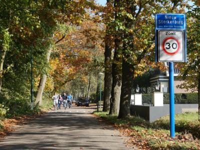 De buurtschap Sterkenburg valt onder Driebergen. Later heeft ook buurgemeente Doorn een buurtschap in haar dorpsgebied Sterkenburg genoemd. Dat wekte natuurlijk verwarring. Daarom is deze buurtschap in 2017 hernoemd in Nieuw Sterkenburg. (© H.W. Fluks)