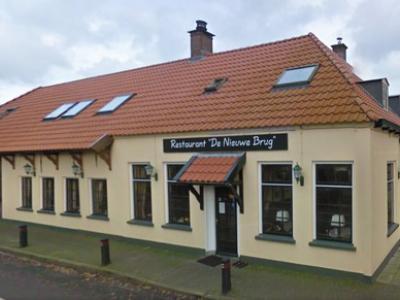 500 jaar geleden vergaderden de bestuurders van Overijssel al in het destijds strategisch gelegen Nieuwe Brug. De herberg is er nog altijd, zij het tegenwoordig als café-(pannenkoeken)restaurant voor toeristen.