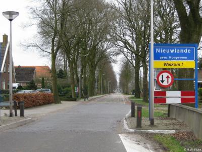 Nieuwlande is een dorp in grotendeels de provincie Drenthe, in grotendeels gemeente Hoogeveen, deels gemeente Coevorden, en voor een klein deel provincie Overijssel, streek Salland, gemeente Hardenberg.