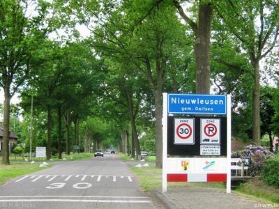 Nieuwleusen is een dorp in de provincie Overijssel, in de streek Salland, gemeente Dalfsen. Het was een zelfstandige gemeente t/m 2000.
