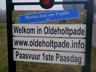 Oldeholtpade is met nog twee dorpen verkozen tot 'Mooiste dorp van Fryslân 2016'. Dorp en gemeente zijn daar terecht trots op, dus het dorp heeft mooie borden gekregen om dit bij de ingangen van het dorp aan voorbijgangers kenbaar te maken.