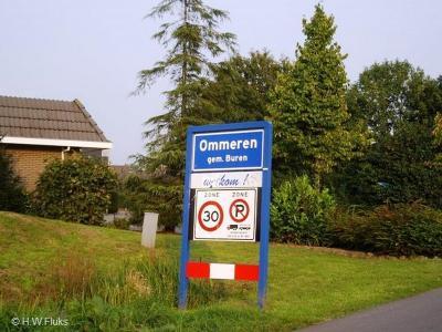 Het dorp Ommeren viel vanouds onder de gemeente Lienden, die in 1999 is opgegaan in de gemeente Buren.