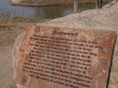 Wandelend door de Stadswaard bij buurtschap Ooijse Schependom bij Nijmegen kun je dit proza van Marijke Hanegraaf (https://nl.wikipedia.org/wiki/Marijke_Hanegraaf) tegenkomen.