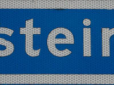 In Oosteinde aangekomen, slechts aan een klein straatnaambord kun je zien dat je er bent