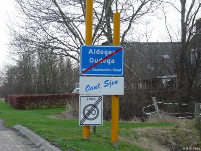 Oudega is een dorp in de provincie Fryslân, gem. De Fryske Marren. Oorspronkelijk gem. Hemelumer Oldephaert en Noordwolde. In 1956 over naar gem. Hemelumer Oldeferd (naamswijziging), in 1984 o/n gem. Gaasterlân-Sleat, in 2014 o/n gem. De Fryske Marren.