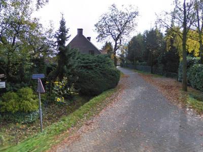 Overakker is een buurtschap in de provincie Noord-Brabant, in de regio Zuidoost-Brabant, en daarbinnen in de streek Kempen, gemeente Geldrop-Mierlo. T/m 2003 gemeente Mierlo. (© Google StreetView)