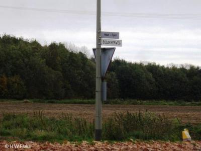 De buurtschap Oyen heeft geen plaatsnaamborden; gelukkig staat er nog wel een richtingbordje in de buurt, zodat je weet welke kant je op moet om er te komen...
