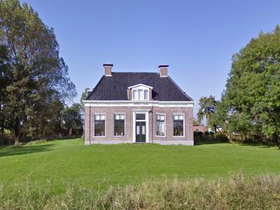 Buurtschap Pama heeft maar een rijksmonument, namelijk hoeve Wester Pama uit ca. 1870 op Gaaikemaweg 10 (© Google StreetView)