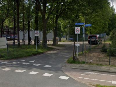 Pepinusbrug is een buurtschap in de provincie Limburg, gemeente Echt-Susteren. De buurtschap heeft geen plaatsnaamborden, zodat je alleen aan de gelijknamige straatnaambordjes kunt zien dat je er bent aangekomen. (© Google StreetView)