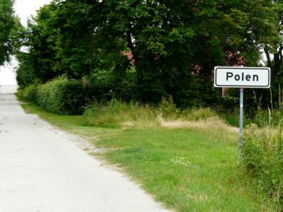 Buurtschap Polen is het een na noordelijkste plaatsje van de gemeente Delfzijl. De allernoordelijkste ligt er vlak naast; dat is de buurtschap Nooitgedacht. Dat had je vast nooit gedacht... ;-) (© H.W. Fluks)