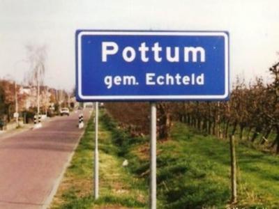 Pottum heeft, getuige deze foto, al minstens sinds 2000 officiële blauwe plaatsnaamborden (komborden), maar komt pas sinds 2013 in de atlassen als plaatsnaam voor