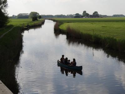 Op het Rasquerdermaar, in de omgeving van het dorp Rasquert, kun je prima kanoën. (© Harry Perton/https://groninganus.wordpress.com)