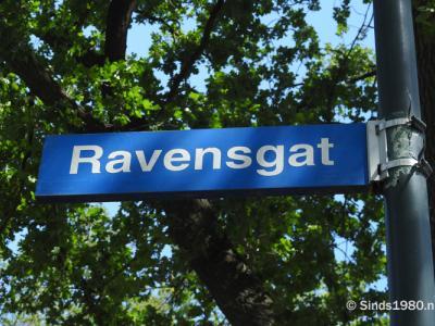 Ravensgat is een buurtschap in de provincie Noord-Brabant, in de regio Zuidoost-Brabant, en daarbinnen in de streek Peelland, gemeente Gemert-Bakel. T/m 1996 gemeente Bakel en Milheeze. De buurtschap valt onder het dorp Bakel. (© www.sinds1980.nl)