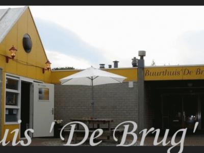 Buurthuis De Brug is al vele jaren dé ontmoetingsplek voor mensen uit Rhederbrug en omgeving. Het is ook de thuisbasis voor diverse verenigingen, en door het jaar heen zijn er vele activiteiten en evenementen die in en om het buurthuis plaatsvinden.