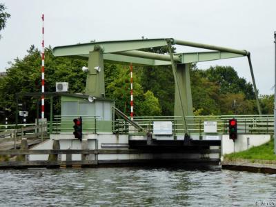 Buurtschap Ronduite, ophaalbrug in de verbinding tussen het Beulakerwijde in het N en het Belterwijde in het Z.